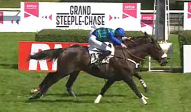 ON THE GO (James REVELEY) vainqueur du GRAND STEEPLE-CHASE DE PARIS 2018 à Auteuil à la lutte avec PERFECT IMPULSE
